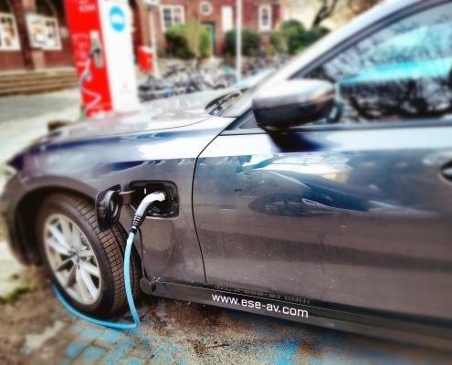 ESE BMW an Ladesäule